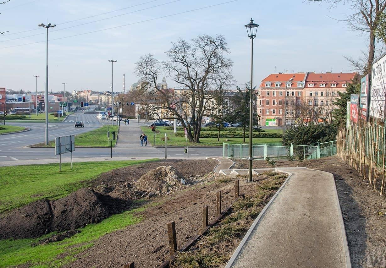 [Park na Wzgórzu Dąbrowskiego] Opuszczona budowa?